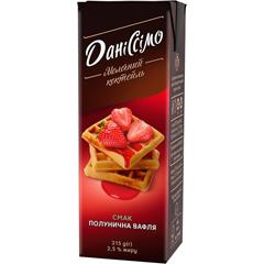 Молочний коктейль Даніссімо зі смаком полуничної вафлі 2.2